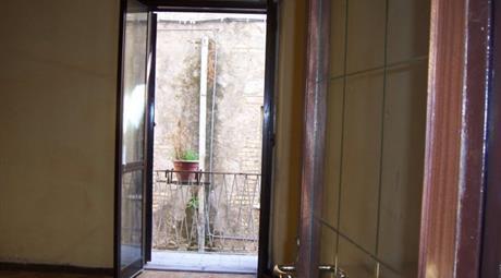 Vendesi appartamento centrale in via Bonese 12