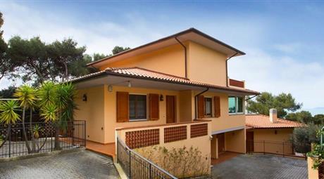 Villa adatta a 2 nuclei familiari