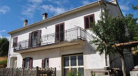 Casale Contrada Aria delle Donne 37, Acri € 170.000
