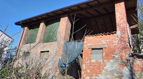 Rustico / Casale via Roma 27, Ruino      € 65.000