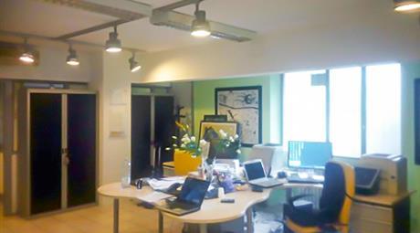 Ampio ufficio/laboratorio open space