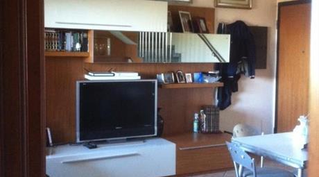 Luminoso appartamento su due livelli, con terrazzo
