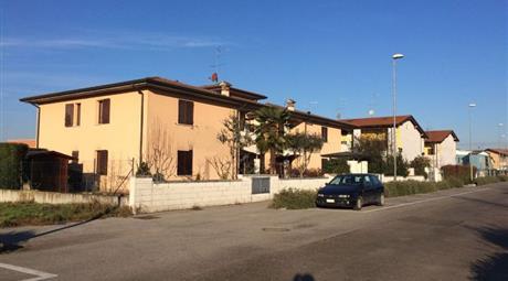 Trilocale in vendita in via Papa Giovanni Paolo II, 12, Rodigo