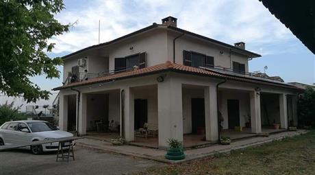 Villa a PAPARANO