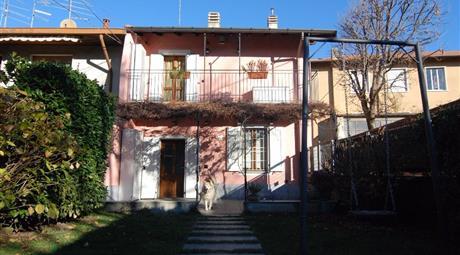 Porzione di casa (82 m2) su 2 livelli con giardino e garage