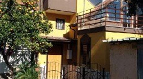 Appartamento tipo villino disposto su 2 piani