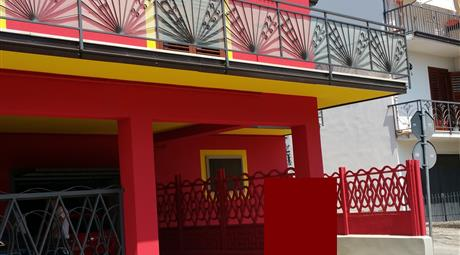 Palazzo con 2 Appartamenti/garage/cantina/garrdino