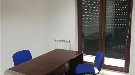 Stanza uso studio professionale/ufficio