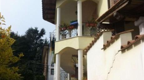 Villa via Colle Cagioli 10, Lariano