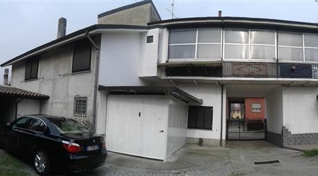 Vendo casa di corte semi indipendente