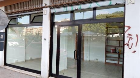Locale commerciale in vendita a Lido di Ostia,Roma