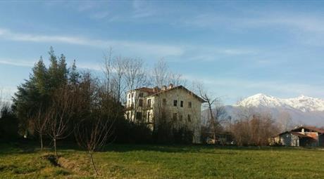 Appartamento sito in villa d'epoca