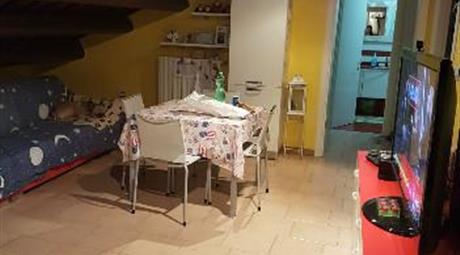 Appartamento trilocale mansardato ristrutturato