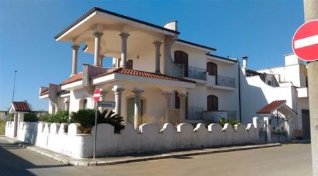 Villa in vendita in via Alessandro Manzoni, 69