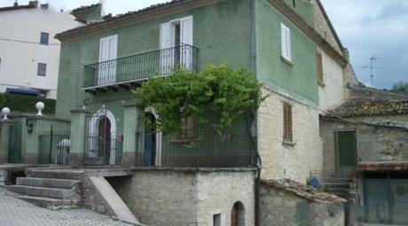 Casa in pietra su due livelli di mq.120 netti