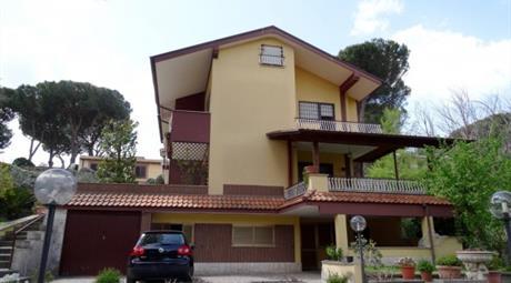Palazzo / Stabile via Amerigo Vespucci 5, Marino      € 800.000