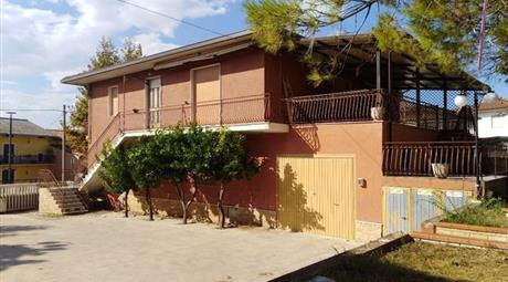 Villa in Vendita in Via della Liberazione 5 a Ari € 240.000