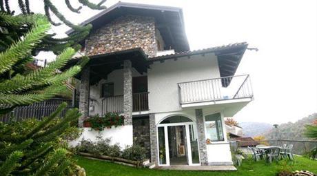 Privato vende villa bifamiliare terra tetto a Sovazza di Armeno  mq 140