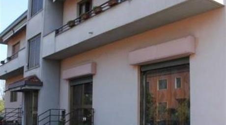 Palazzo in Vendita in zona Camnago a Lentate sul Seveso