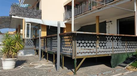 Locale comerciale in vendita a Palma Campania