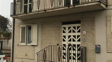 Casa indipendente in vendita in via vittorio emanuele II, 61 San Leucio del Sannio
