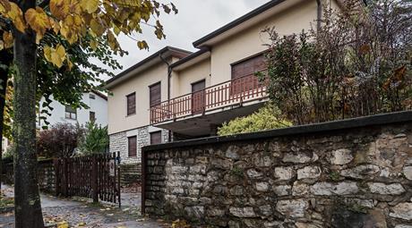 Villa indipendente da ristrutturare | Trescore Balneario