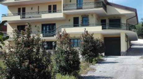 Villa in Vendita in Contrada Archi 1 a Avellino