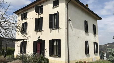 COLLINE PIACENTINE/Alta Val d'Arda, Parco Monte Moria. Bella casa panoramica con giardino a San Michele di Morfasso