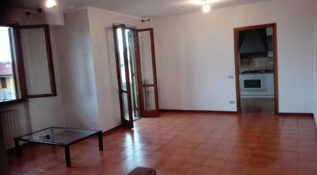 Appartamento trilocale più servizi in palazzina signorile