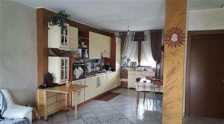 Luminoso appartamento disposto su 2 livelli