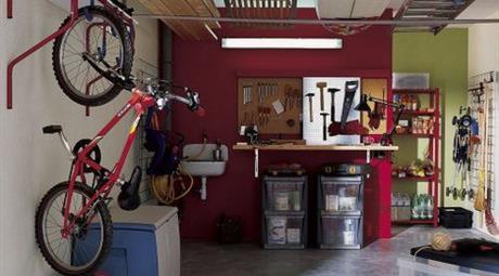 Garage con cantinora