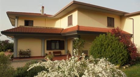 Villa trifamigliare indipendente 430.000 €
