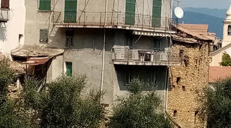 Casa con terreno in vendita a Pieve di Teco