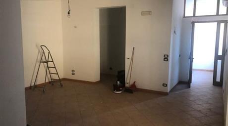 Trilocale in affitto in via Roma, 350€