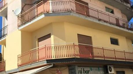Appartamento in vendita a via Trento a Gioia Tauro (RC) 79.000 €