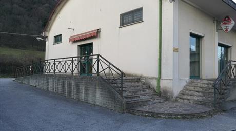 Locale in affitto a Frontone