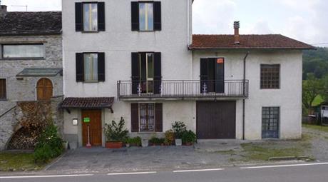 Casa in sasso con terreno (600 mq)