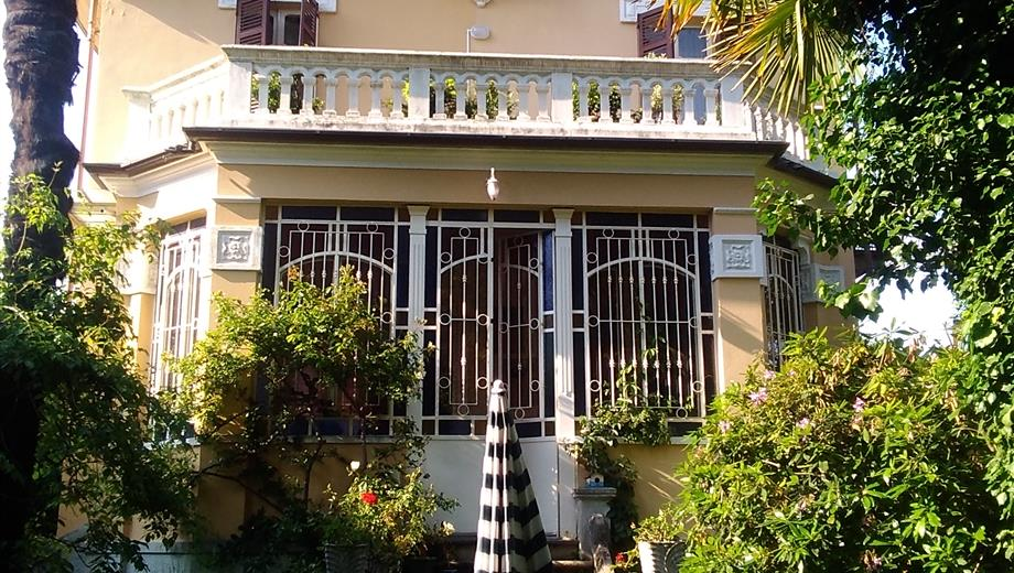 Biella: Casa indipendente con giardino, subito abitabile.