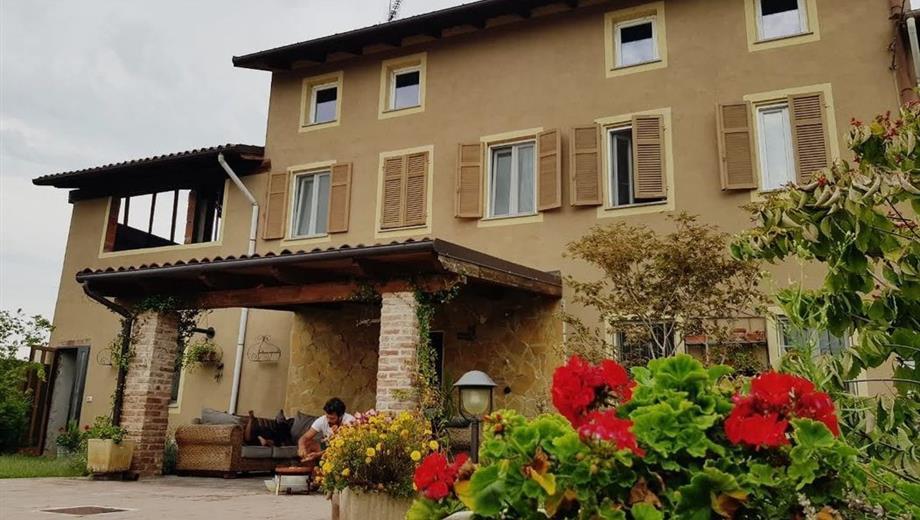 Casa Indipendente in Vendita in Via Molino 34 a Motta de' Conti
