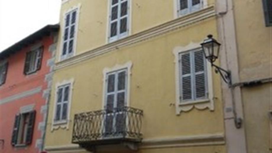 Palazzo in Vendita in Via Roma 13 a Vignale Monferrato