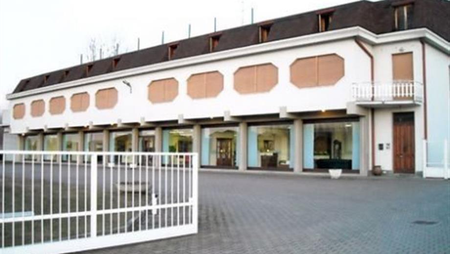 Locale commerciale in Vendita in Viale Artigianato 111 a Cilavegna