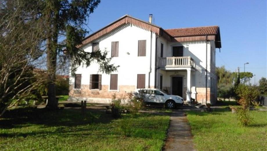 Villa storica con parco edificabile Padova prov