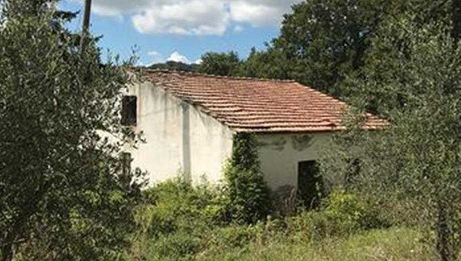 Casa colonica con terreno in vendita a Vallata