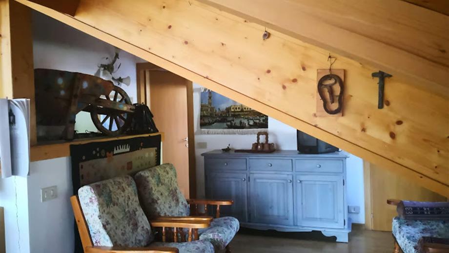 Splendida mansarda vista Dolomiti 6 posti a stagione a Mezzano di Primiero