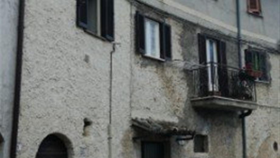 Appartamento su due piani in affitto in via Cervara, 22