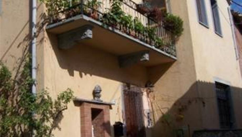 Casa indipendente parzialmente ristrutturata
