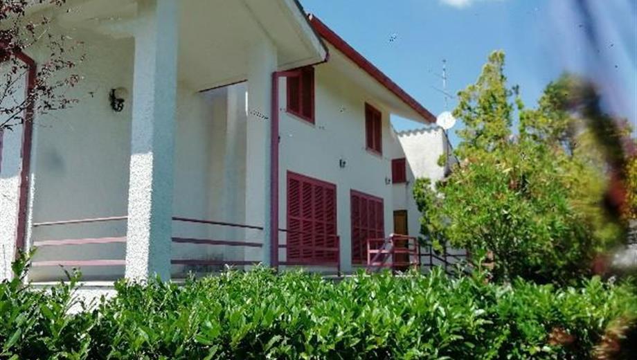 Grande Villa Singola con Giardino