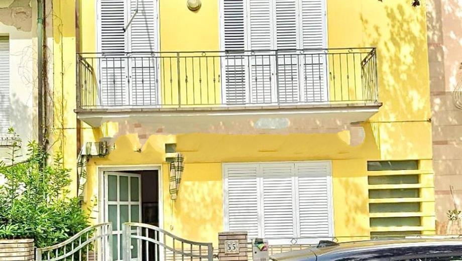 Villa a schiera via Ugo Foscolo 55, Camaiore CamaioreVia Ugo Foscolo