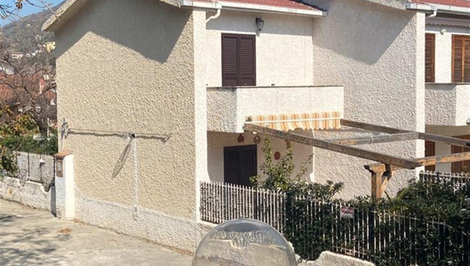 Villa in vendita a FALCONARA ALBANESE