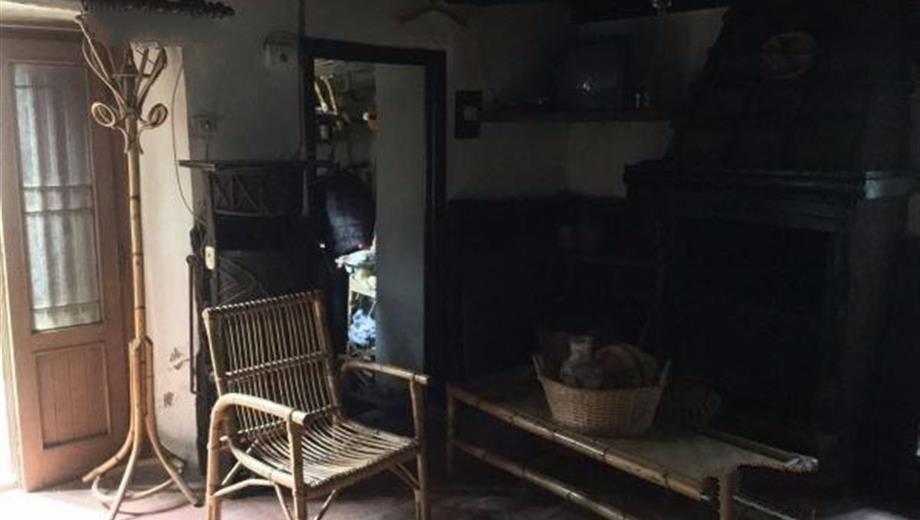Casa colonica bifamiliare a Migliana (PO)